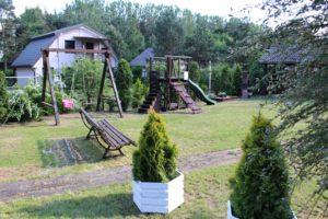 Plac zabaw dla dzieci przy Domkach Letniskowych Cztery Pory Roku Skorzęcin Rybakówka