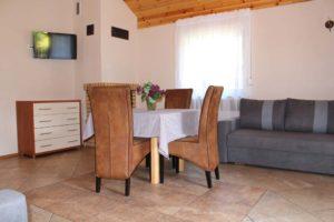 Salon w dwupokojowym Domku Jesień